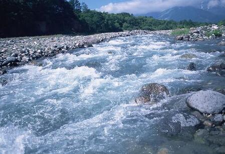 水环境污染治理需长治久清.jpg